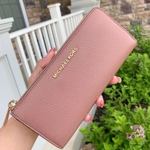 Michael Kors JST 3/4 Zip Top Wallet